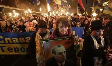 """Banderowskie marsze na Ukrainie: """"Chwała narodowi, śmierć wrogom!"""""""