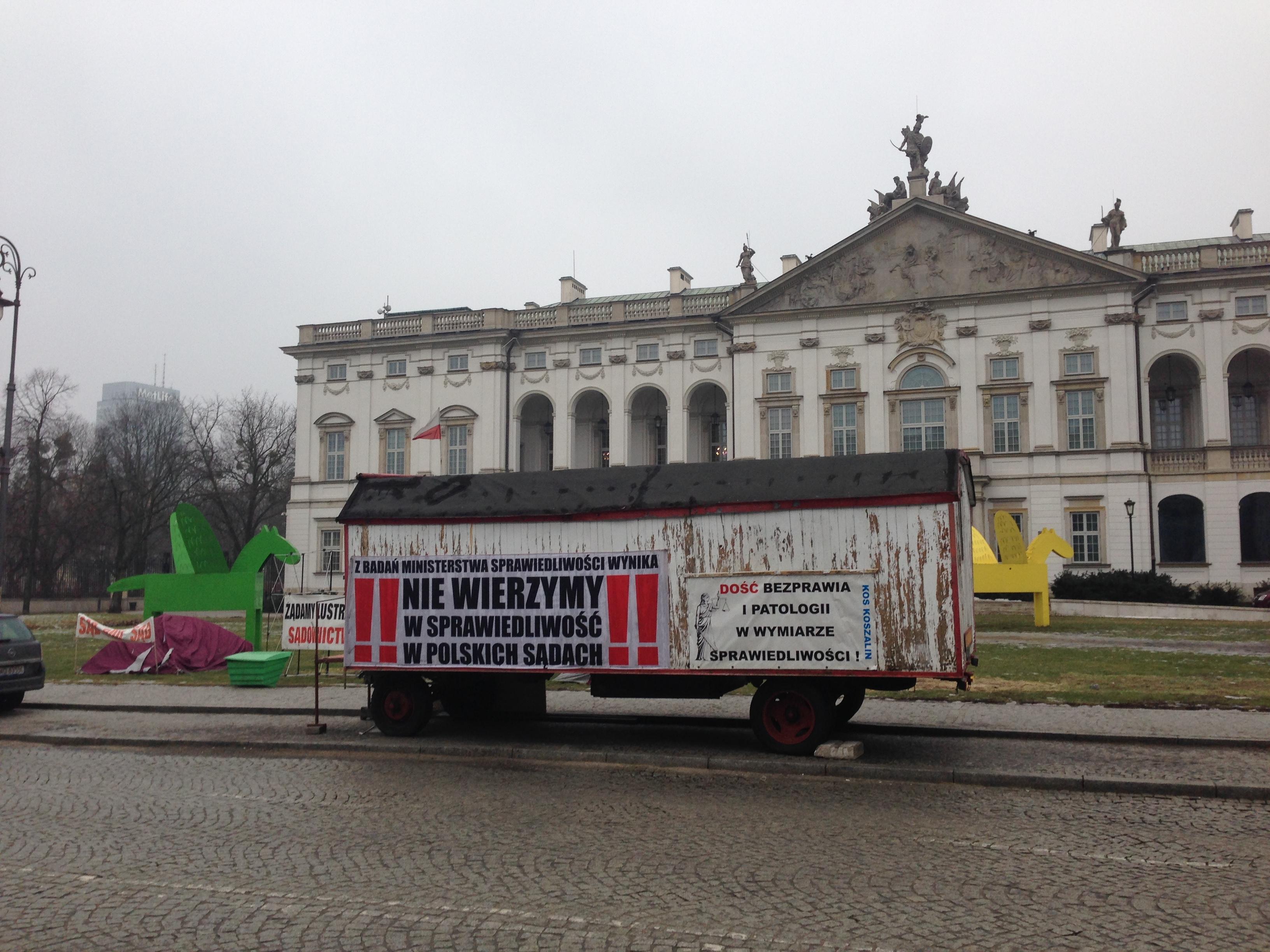 H.Gronkiewicz-Waltz podjęła decyzję o likwidacji Miasteczka pod SN w ciągu 7 dni! Przybycie Wozu DRZYMAŁY II