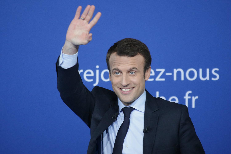 Macron – czerwona tarcza nad Sekwaną