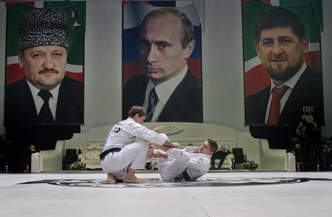 Mocodawcy Lisa, Gazety Wyborczej i Khalidova