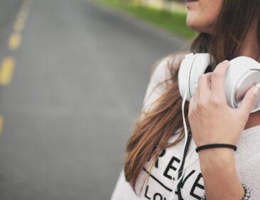 Na co zwrócić uwagę przy zakupie słuchawek?