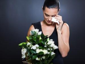 """Czy naturalna żałoba musi być """"obowiązkowa""""?"""