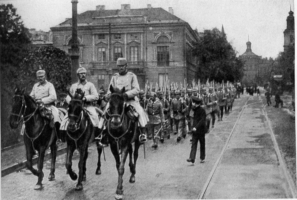 9-Wojska-niemieckie-w-Warszawie-1024x692