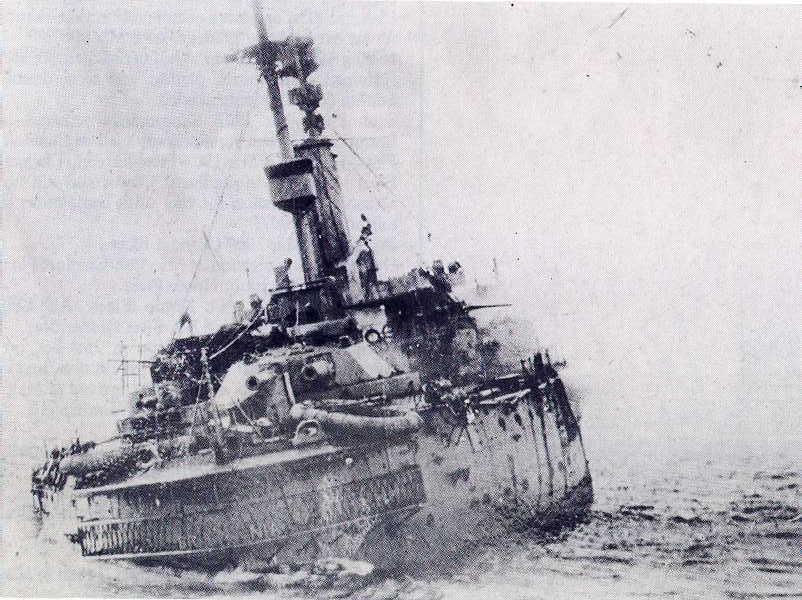 HMS_Britannia_(1904)_sinking_on_9_November_1918
