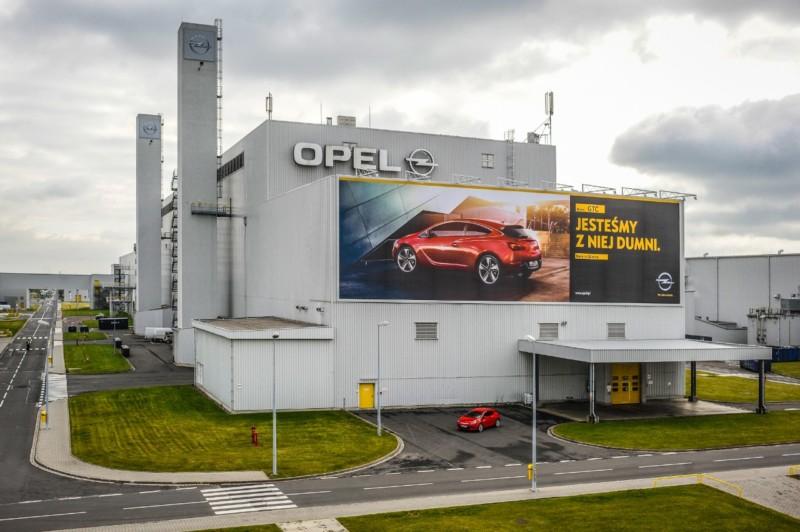 Opel: obiecywano im złote góry. Potraktowano gorzej niż emigrantów z Syrii