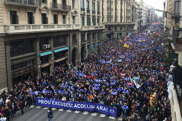 barcelona.300.tys_.dmonstrantow.zada_.wiecej.uchodzcow.18.02.2017