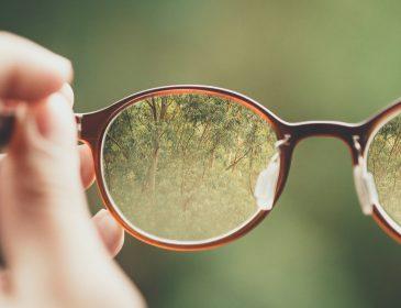 Dbamy o oczy, ale za okulary płacimy dużo. Nowy raport o wzroku Polaków
