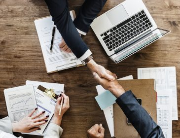 Dlaczego warto korzystać z usług prawnych na zasadzie outsourcingu?