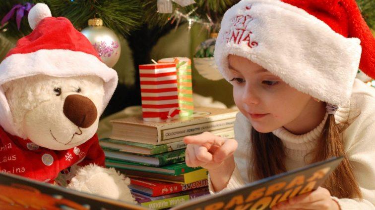 Sprawdzone pomysły na świąteczny prezent dla dziewczynki