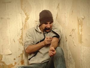narkoman-strzykawka-uzaleznienie