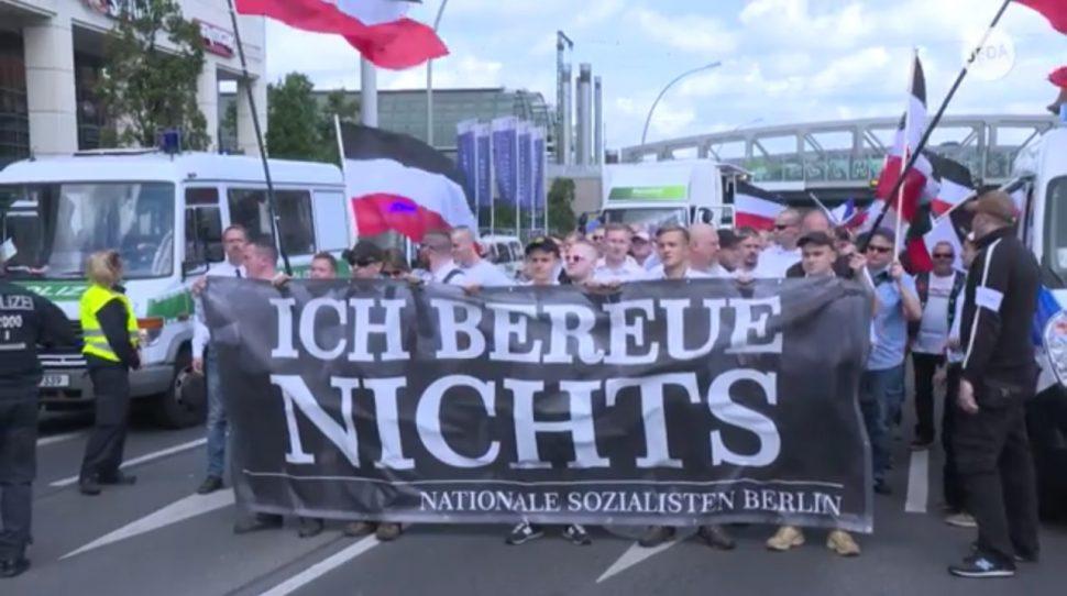 neonaziści marsz z okazji rocznicy śmierci Hessa