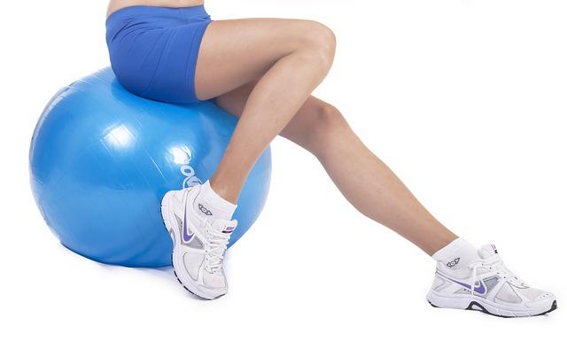 Co to jest szpotawość kolan? Objawy, przyczyny i leczenie