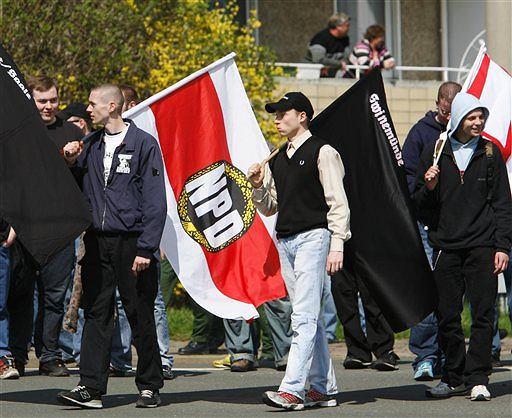 z5181062V,Niemieccy-neonazisci-manifestuja-w-dniu-urodzin-Ad